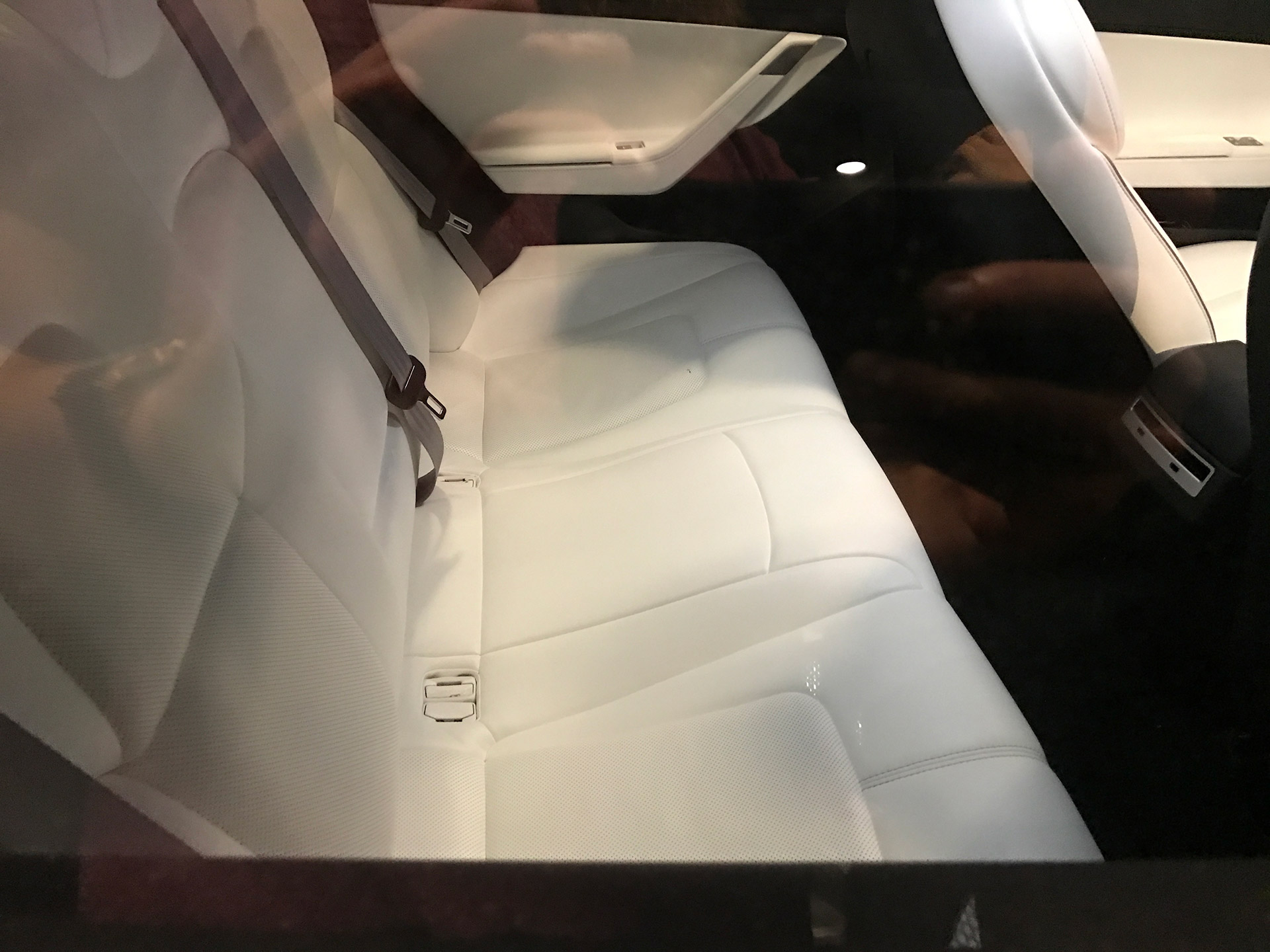 model 3 shows glass roof shots and new steering at tesla q3 party. Black Bedroom Furniture Sets. Home Design Ideas