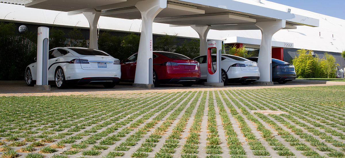 Hawthorne, CA Supercharger station equipped with array of solar panels