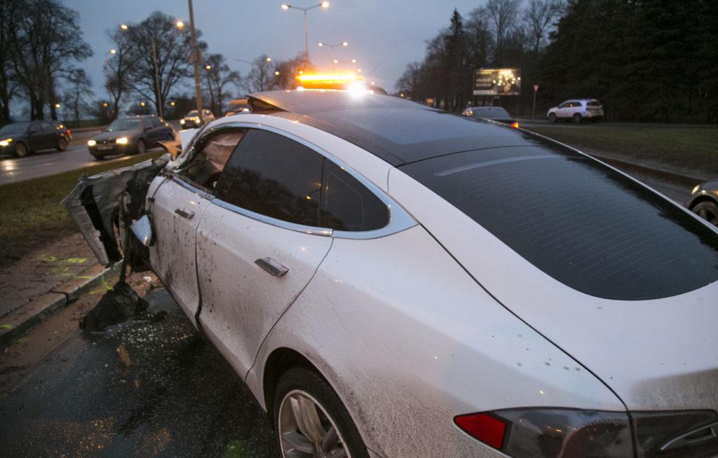 Tesla Model S hit by Kamazi Truck