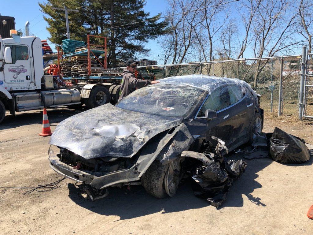 Tesla Model S crash, occupant walks away safely