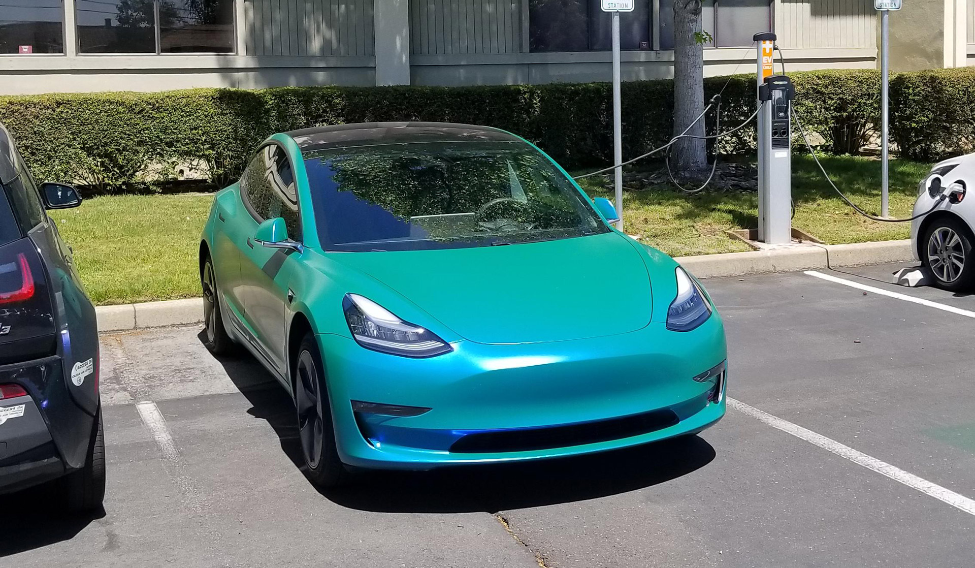 Tesla Model 3 in Smurf Blue and Green Gradient