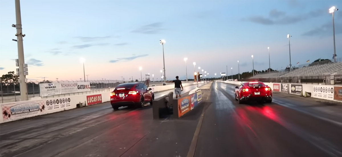 Drag Race: Tesla Model X P100D vs Ferrari 812 Superfast