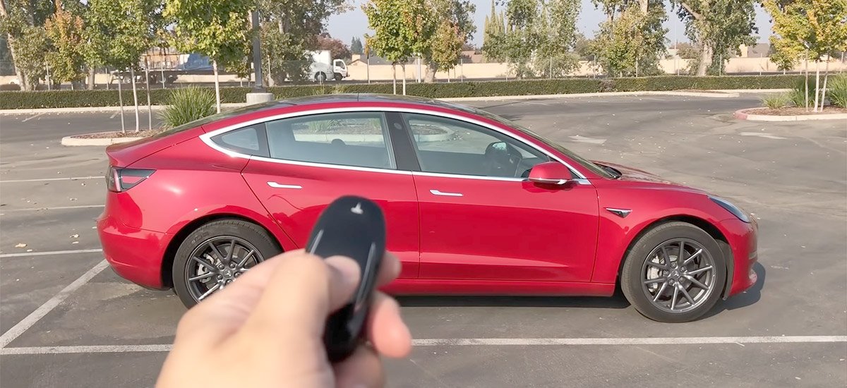 First Look: Tesla Model 3 key fob in action, unboxing, pairing, key ring