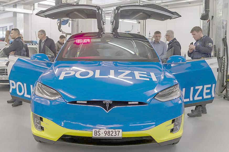Basel City Police's Tesla Model X 100D - Falcon Wind Doors Open