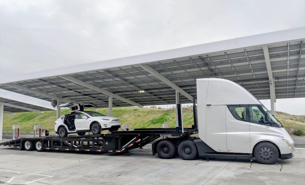 Tesla Semi Truck carrying a Tesla Model X on empty trailer