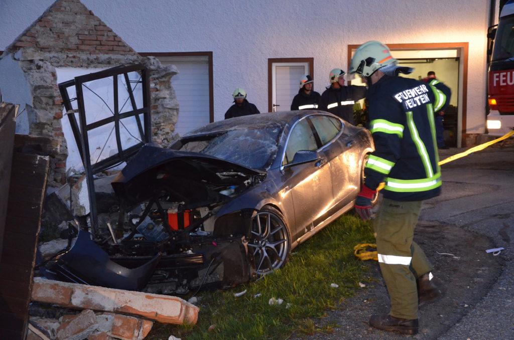 Boys walk away unharmed in a Tesla Model S crash in Peilstein Austria