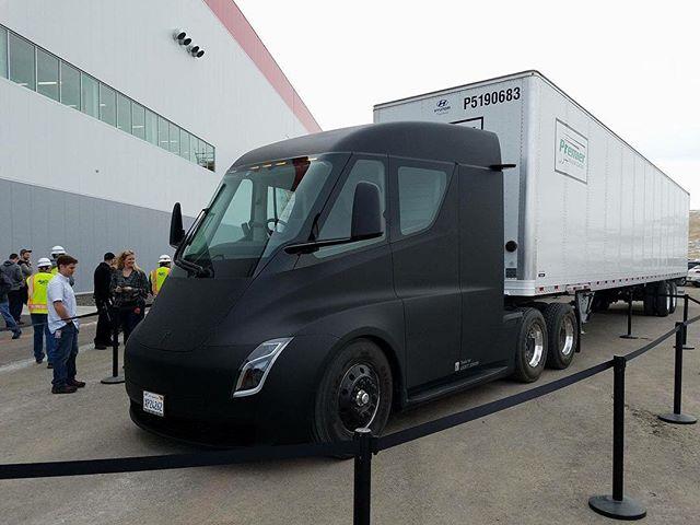 Tesla Semi Truck - via dmackdaddy @ Instagram