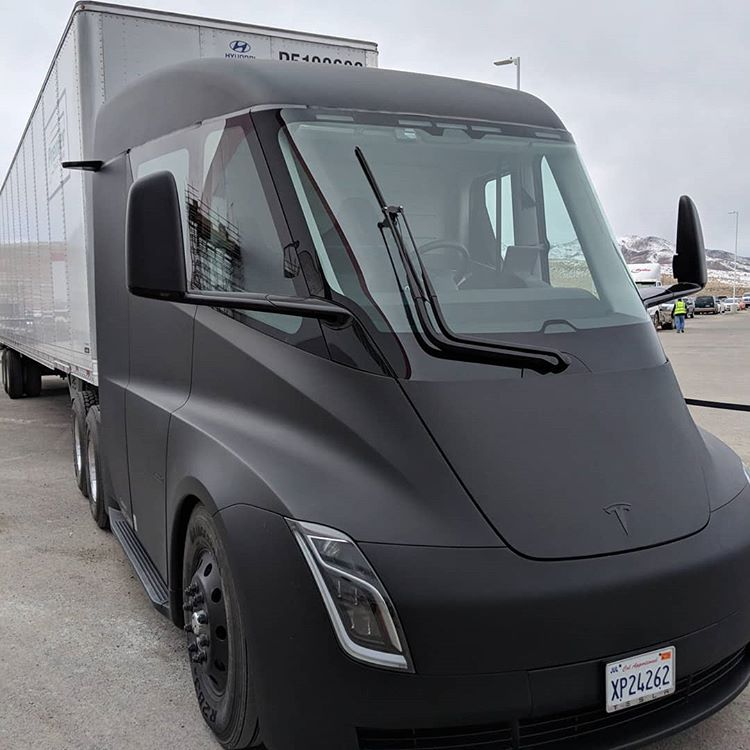 Tesla Semi Truck -via goochenator @ Instagram