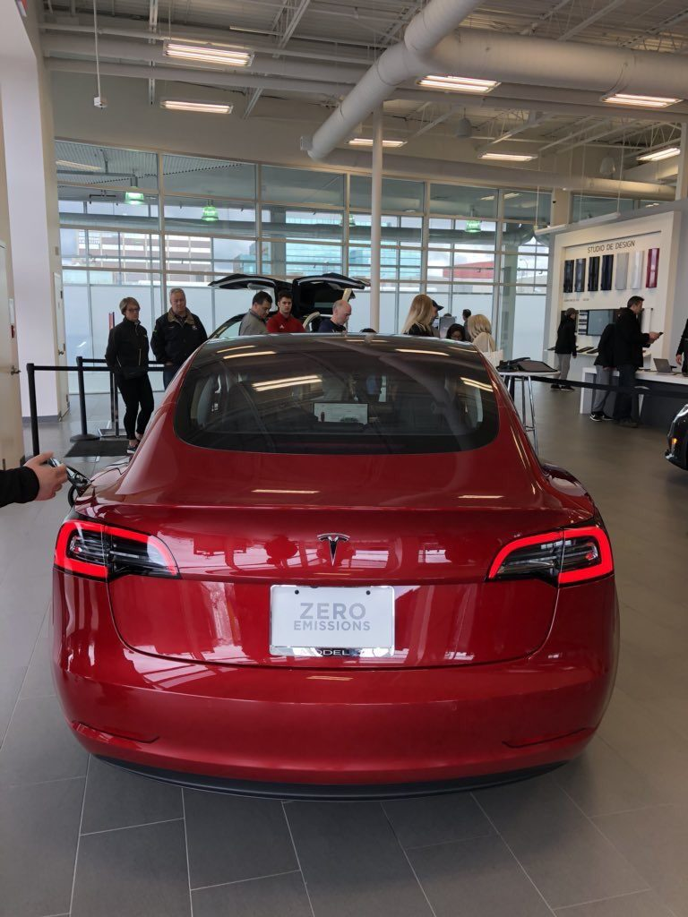 Tesla Model X Canada >> Tesla Model 3s start appearing at all Canadian showrooms