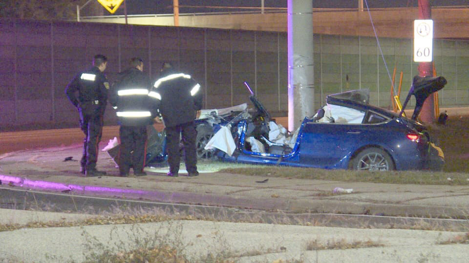 Tesla Model 3 crashes into a pole in Mississauga, Canada