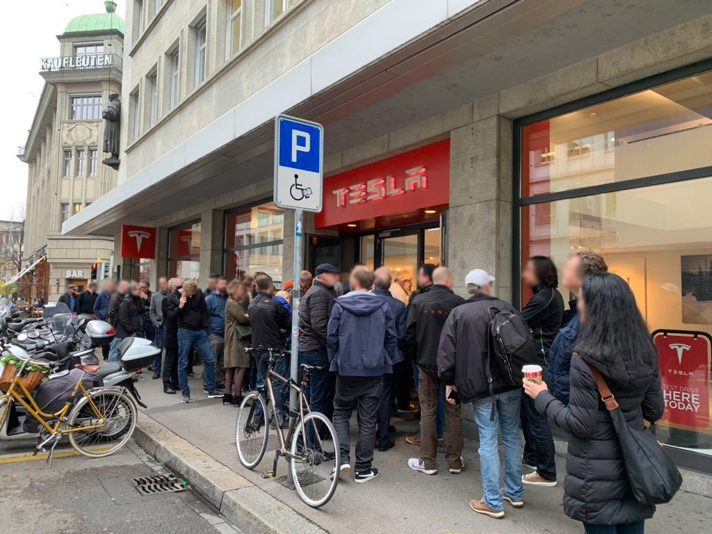 Tesla Model 3 on display in Sweden - People waiting outside store