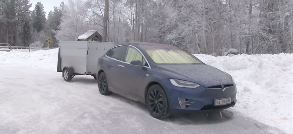 -15°C/5°F Survival Challenge in a Tesla Model X with 'Keep Climate On' option