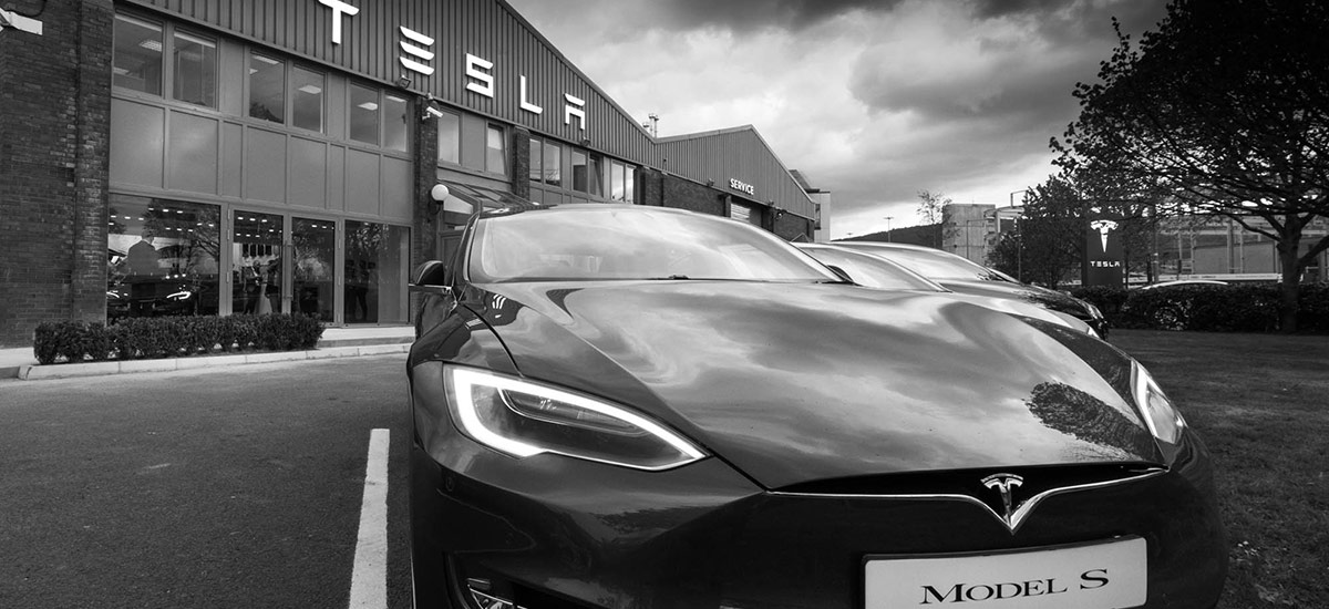 Tesla Model S in-front of Tesla store and service center