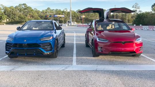 Tesla Model X P100D vs. Lamborghini Urus drag race battle