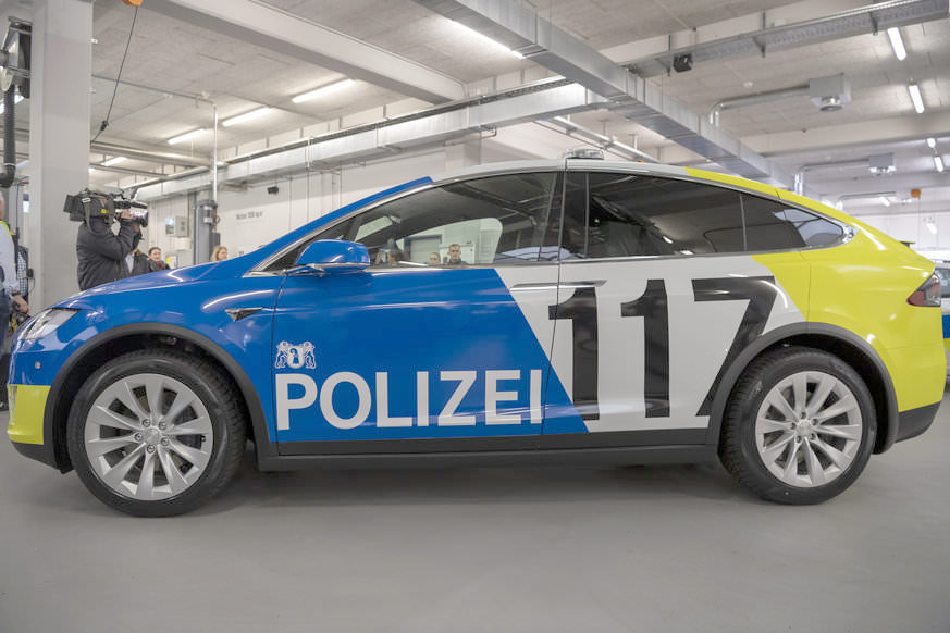 Basel City Police's Tesla Model X 100D - Side Profile