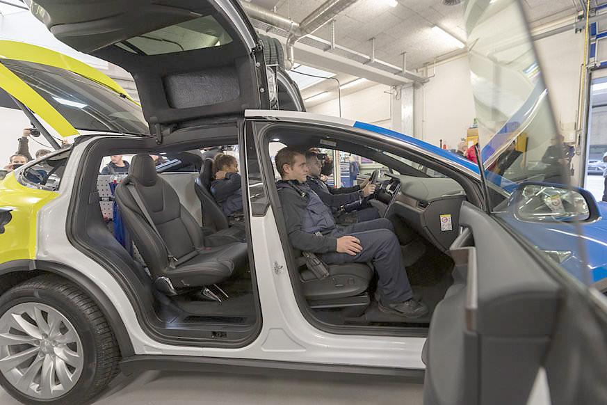 Basel City Police's Tesla Model X 100D - Side Profile, Falcon Wing Doors Open