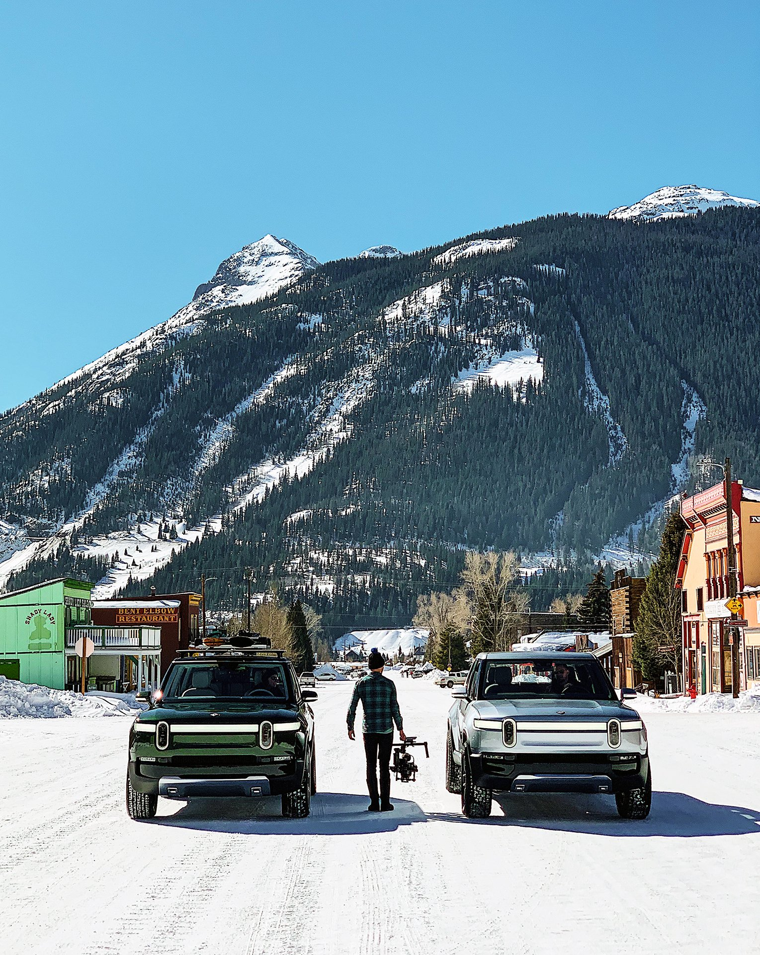 Rivian R1S and R1T on an electric adventure in the snowy mountains