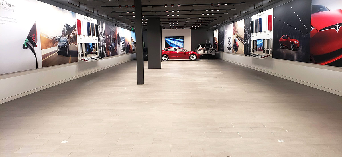 An almost empty Tesla Store, getting ready for the online sales model.