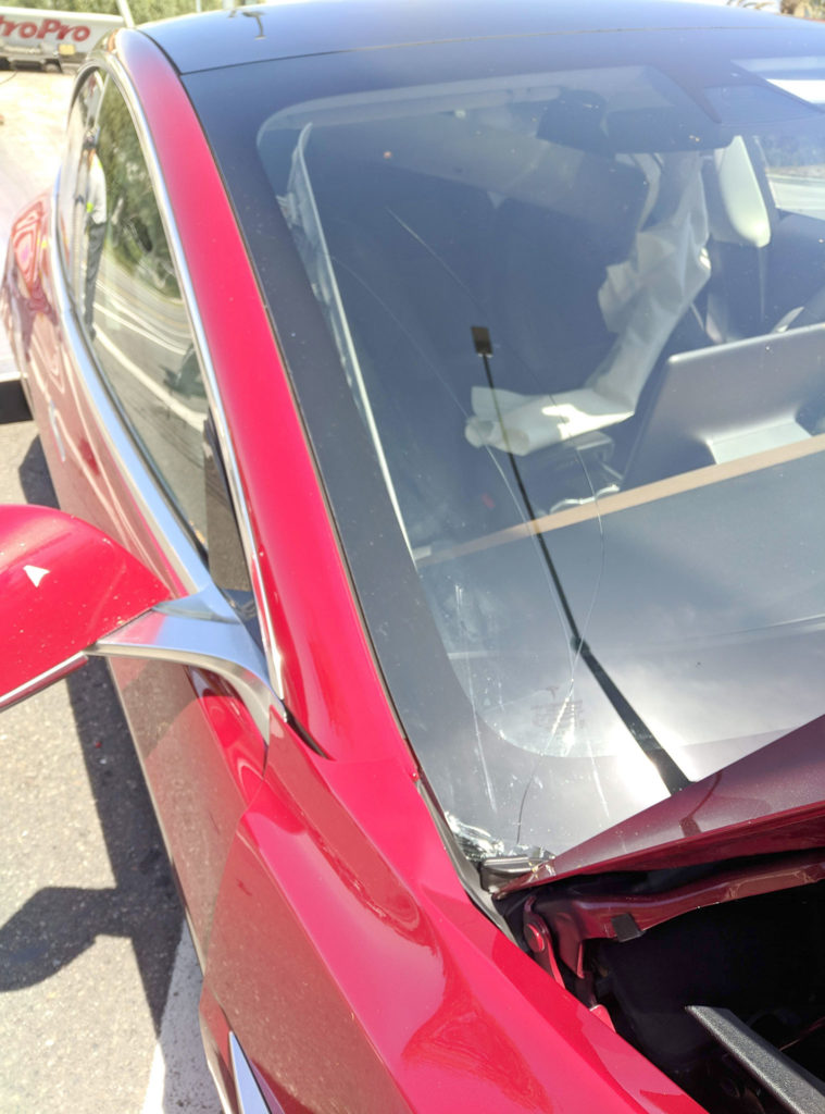 Red Tesla Model 3 crash - winshiedl has cracks