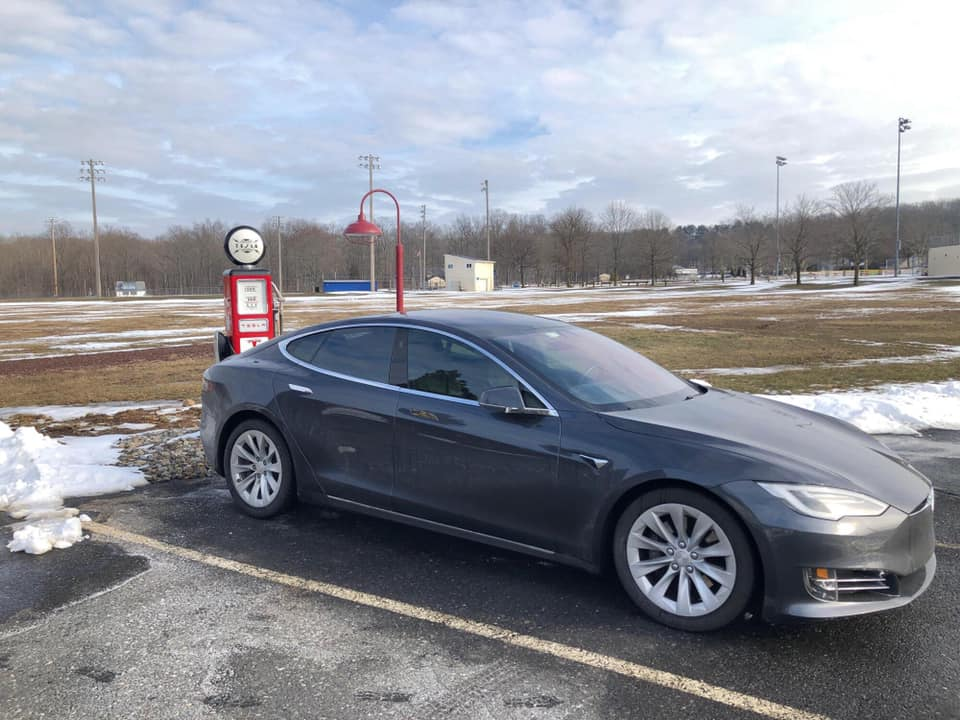 Tesla Model S charging at The Inside Scoop retro style destination charger. Photo by Chris Epler/Facebook.