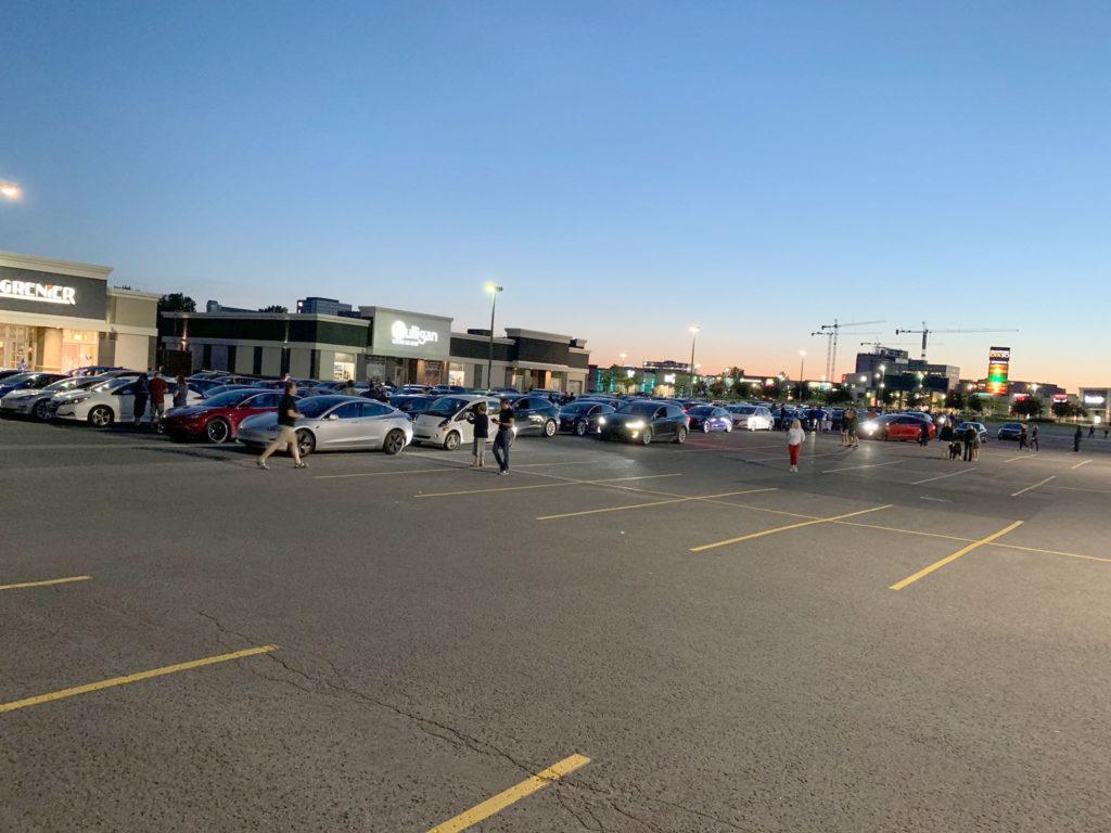 Convoy of 520 Teslas and EVs cross Montreal's Champlain Bridge.