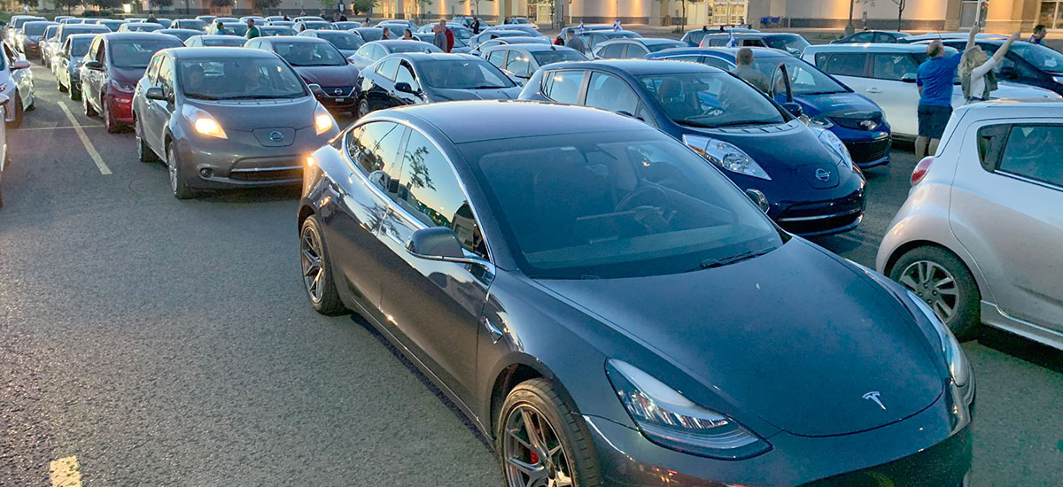 520 Teslas and EVs cross the Montreal Champlain Bridge as the opening ceremony