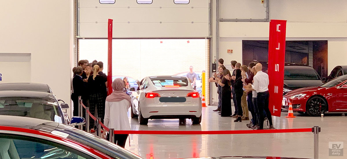 First Right-Hand-Drive Tesla Model 3 being delivered at the Tesla Store London