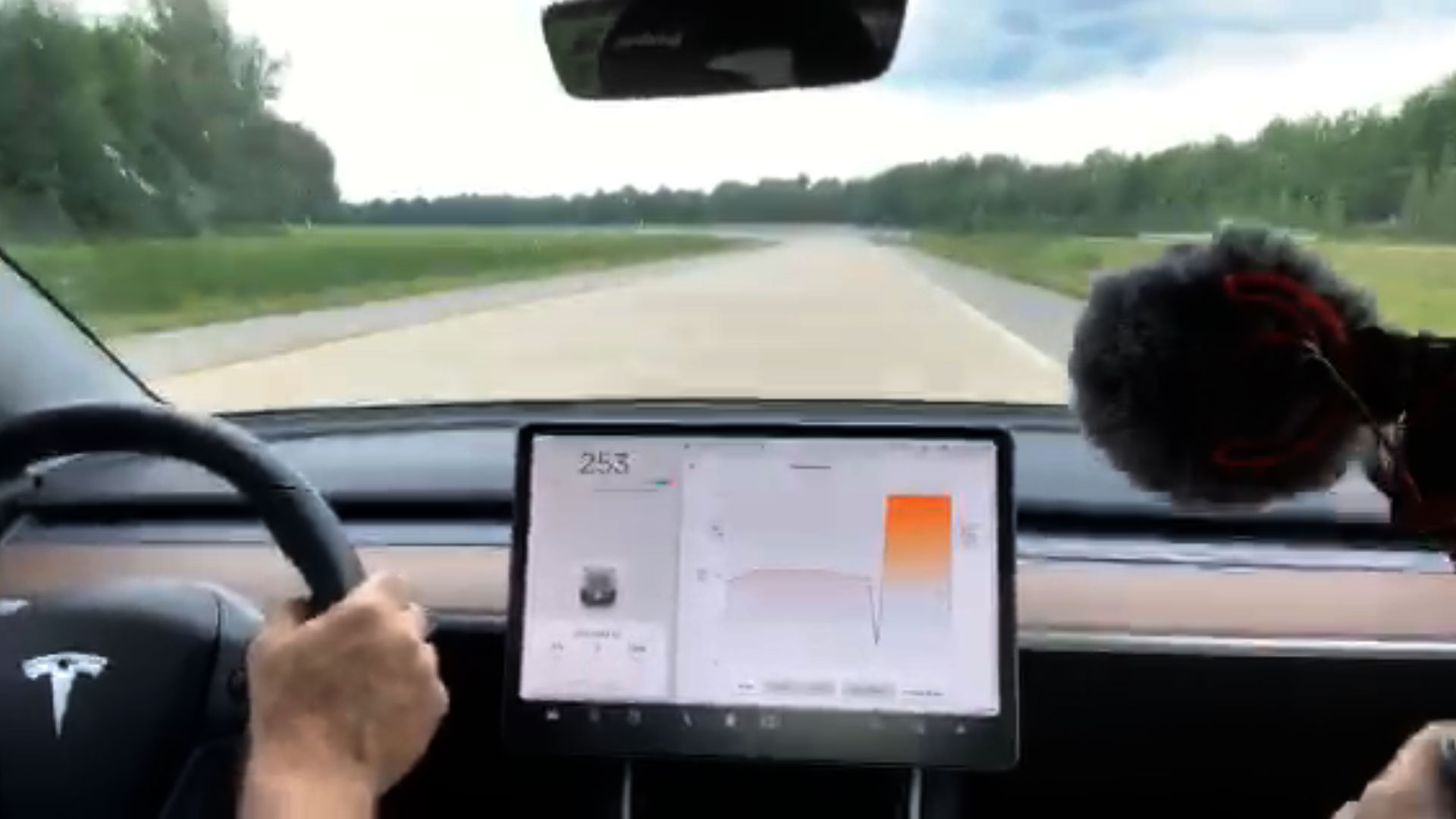 Watch Tesla Model 3's breathtaking performance reaching 260 km/h (162 mph) on the race track