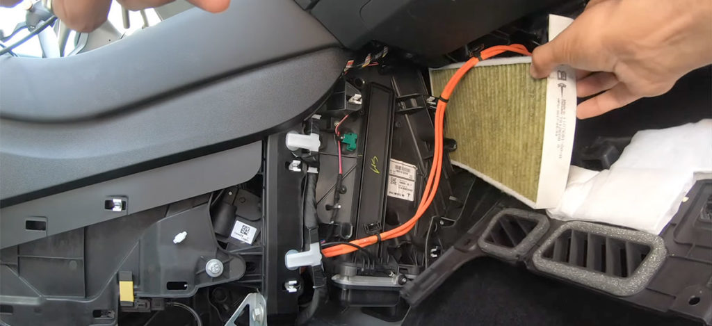 How to video: Replacing the air filters of a Tesla Model 3