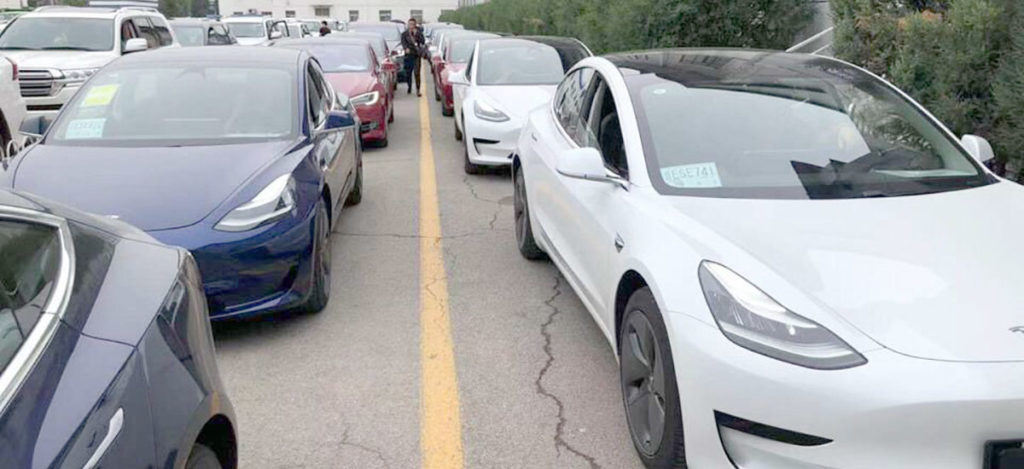 A large number of Tesla Model 3, Model S and Model Xs outside the Beijing Department of Motor Vehicles.