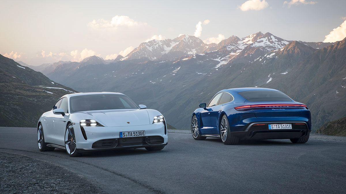 Porsche Taycan Turbo S in white and Taycan Turbo in blue.