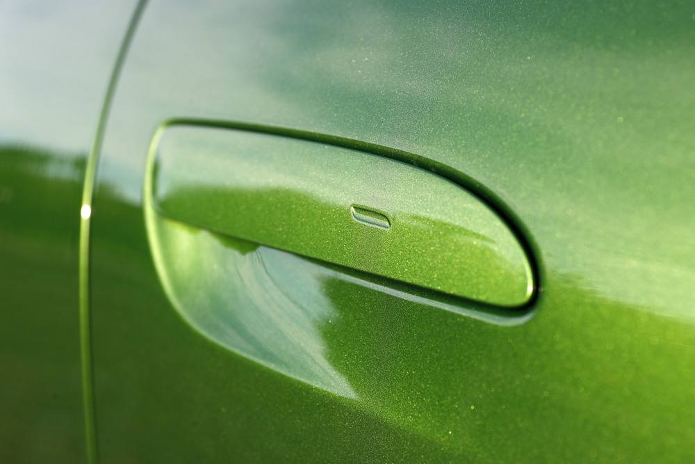 Porsche Taycan Turbo in Mamba Green Metallic - Door Handle
