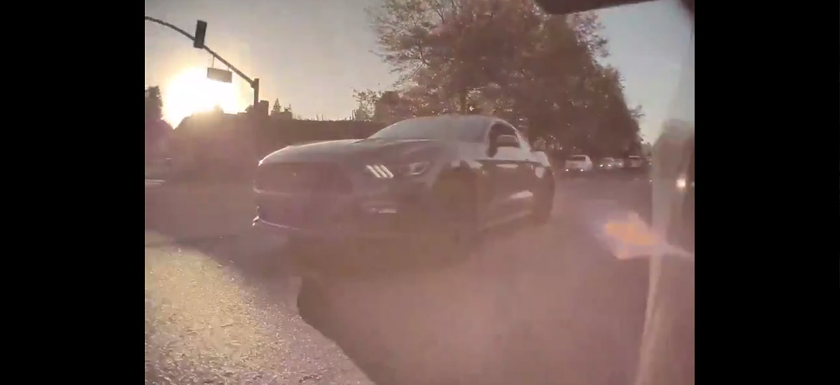 Ford Mustang GT loses a random street race challenge against the Tesla Model 3 Standard Range Plus.