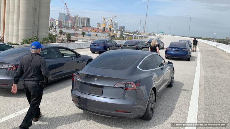 Recording of the Tesla Model 3 autonomous fleet on a expressway in Tampa, Florida.